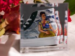 A renomada artista mexicana em conjunto com ícones clássicos do skate