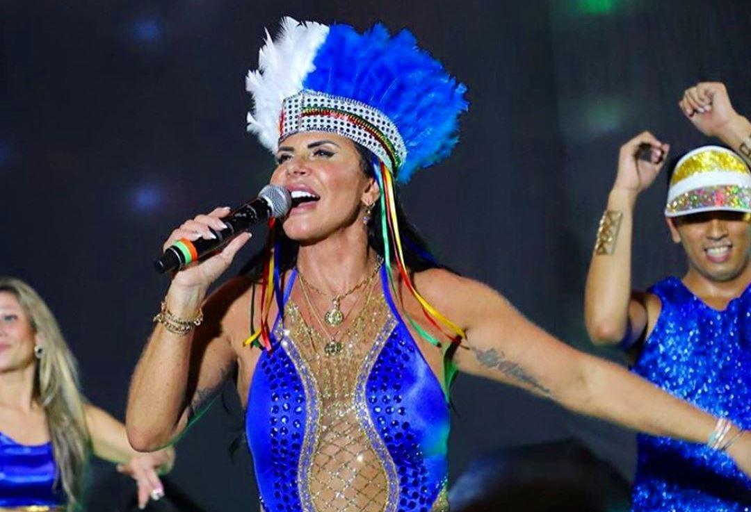 "Gretchen performa ""Amor de Que"" em show surpresa no Recife"