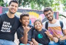 Dois filhos, dois pais - casal gay adota 2 crianças e relata experiência em livro