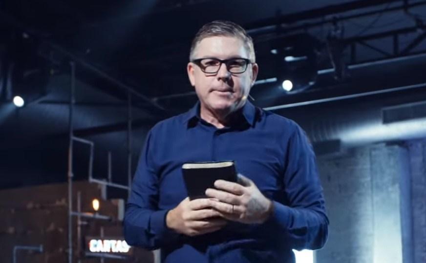 """Pastor de SP prega que Bíblia deve ser """"atualizada"""" e que gays não vão pro inferno"""