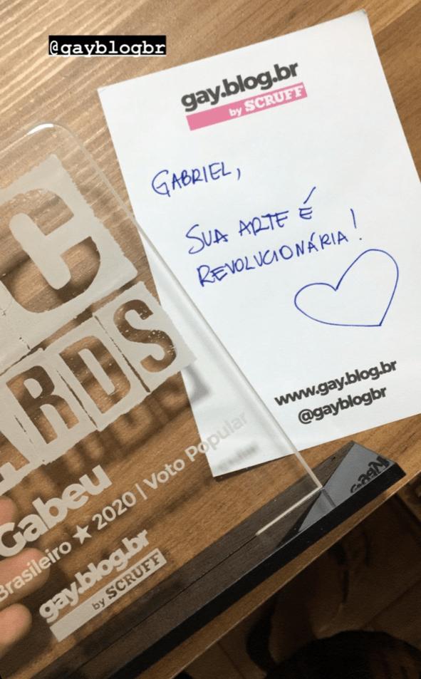 """Gabeu levou o troféu Poc Awards 2020 na categoria """"Músico Poc Brasileiro"""" - Reprodução"""