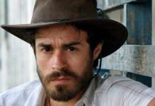 """Erom Cordeiro faz nu frontal em """"Alano"""", filme que está disponível no SCRUFF"""