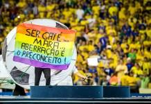 Aprovada lei que pune homofobia e racismo nos estádios do Paraná