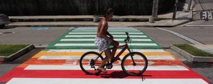 Fortaleza ganha faixas de pedestres com as cores LGBTQIA+ em três cruzamento cruzamentos