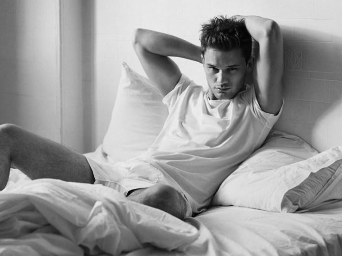 Jeremy Irvine. Foto: Ben Weller