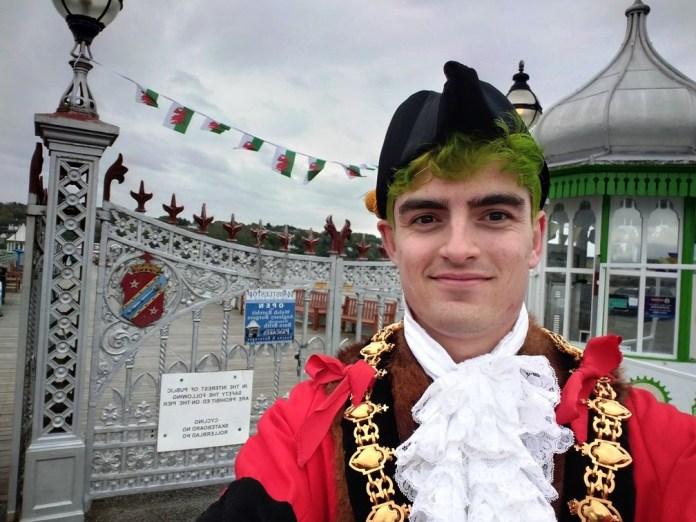 País de Gales elege primeiro prefeito não-binário