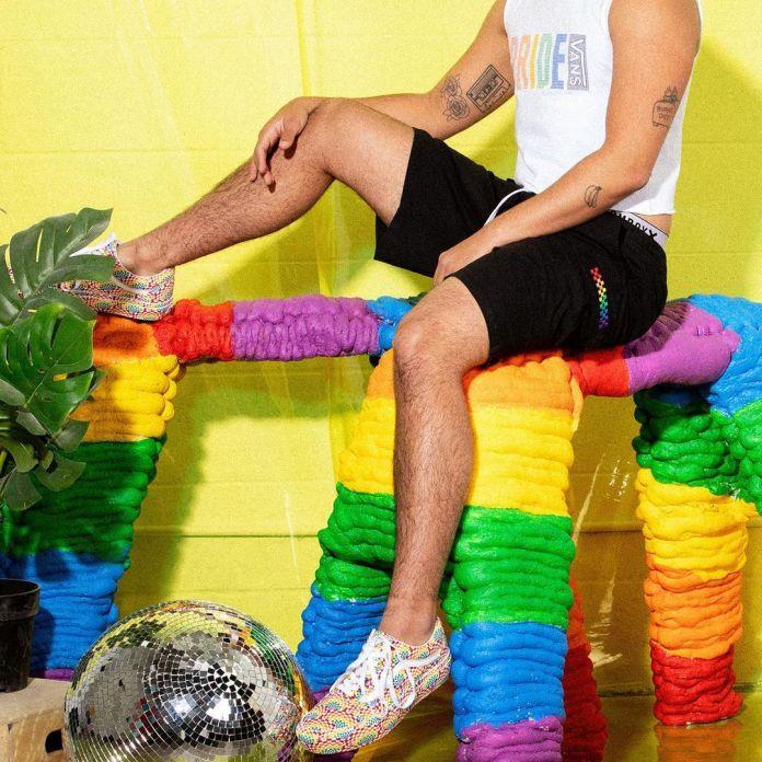 Vans lança coleção Pride e anuncia doação de 200 mil dólares para instituições LGBTs