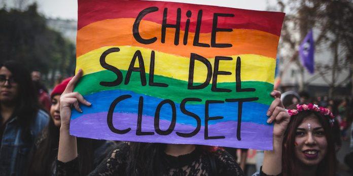 Presidente do Chile diz que aprovação de casamento igualitário é urgente no país
