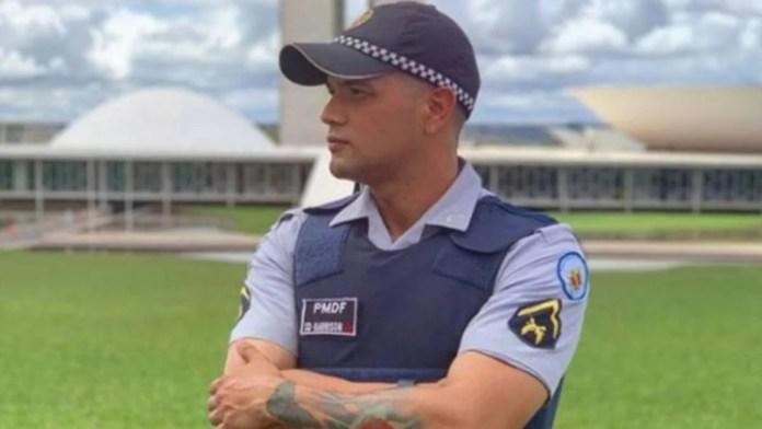 Policial gay diz estar sendo punido por falar sobre orientação sexual no YouTube