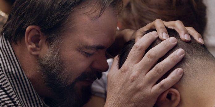 """Documentário de Ryan Murphy sobre traumas de suposta """"cura gay"""" ganha trailer"""