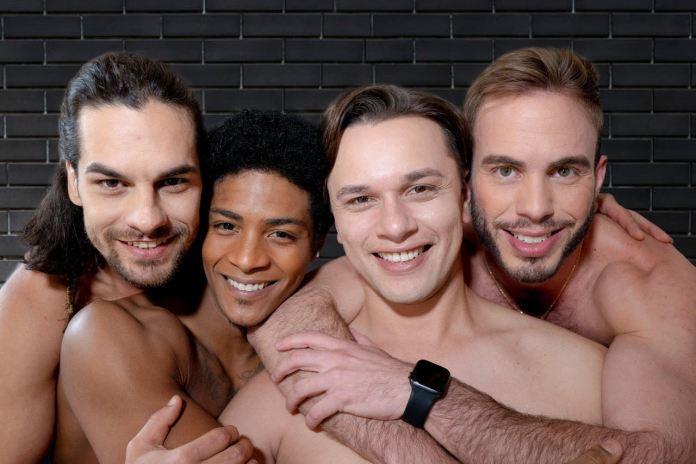 """Crise de relacionamento de casal gay é tema da comédia """"Louca Terapia"""""""
