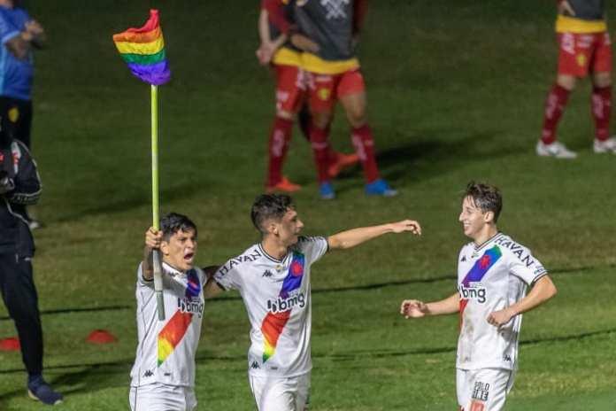 Germán Cano ergueu a bandeira LGBTQ+ para comemorar seu gol / Maga Jr/O Fotografico/Gazeta Press