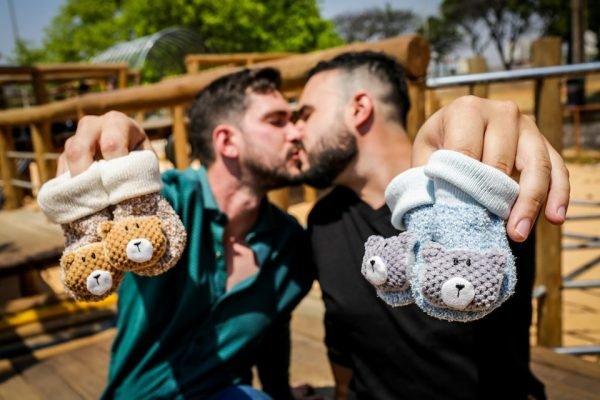 Casal brasileiro terá filhos gêmeos com material genético dos dois pais