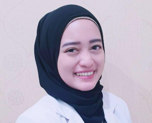 """<a href=""""https://gayasehatku.com/team_member/dr-putri-purnamasari-husein/"""">dr. Putri Purnamasari Husein</a>"""