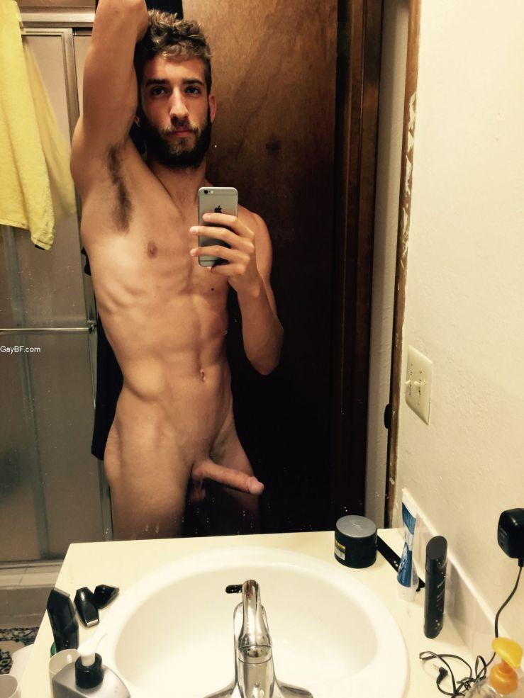 Selfie boy nude Tom Daley