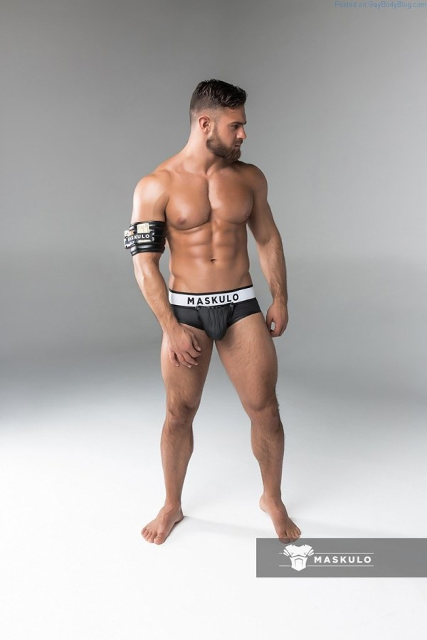 Sexy muscle model Kirill Dowidoff for Maskulo