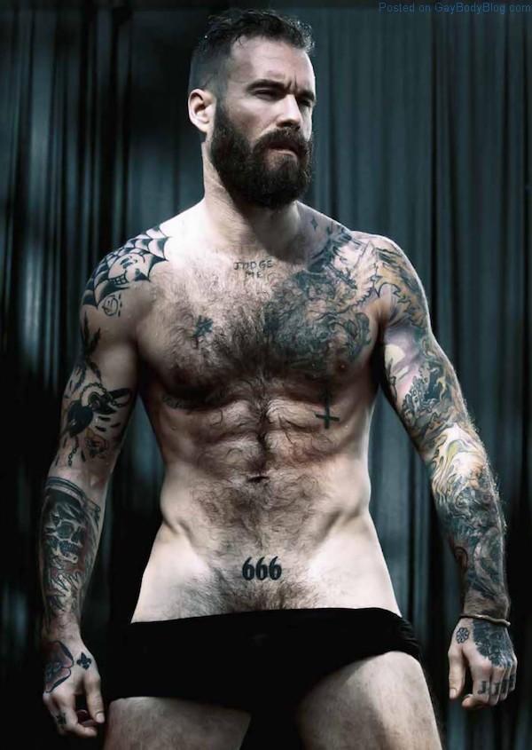 tattooed hunk gets big dick facial