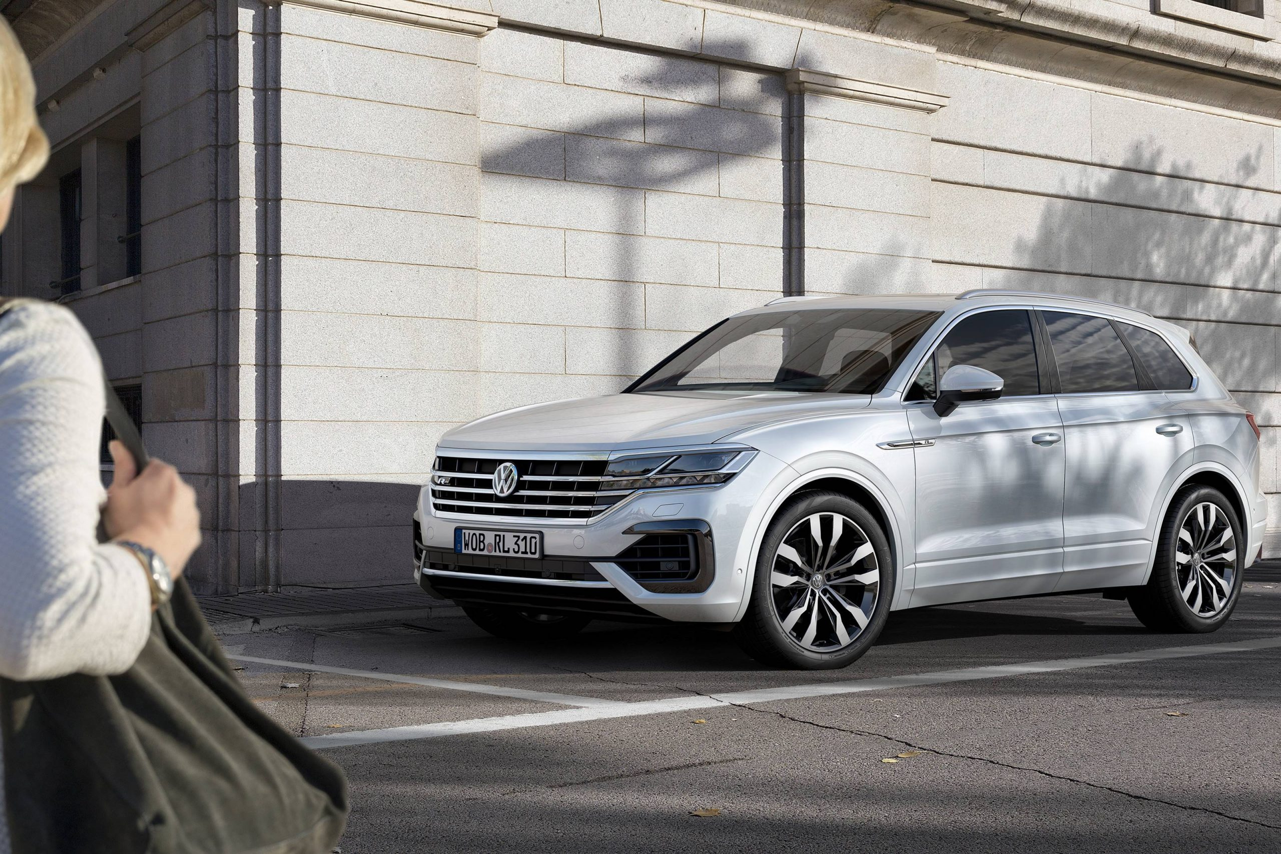 v8 vw touareg arrives with new engines and technology gay car boys v8 vw touareg arrives with new engines