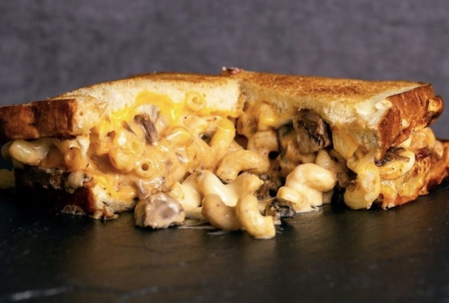 I Heart Mac Cheese Sandwich