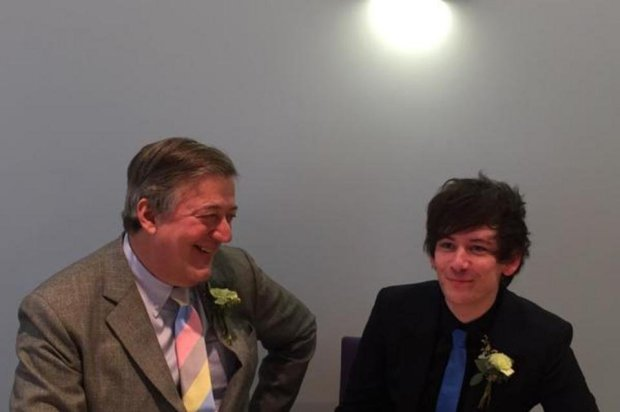 Stephen Fry y Elliott Spencer