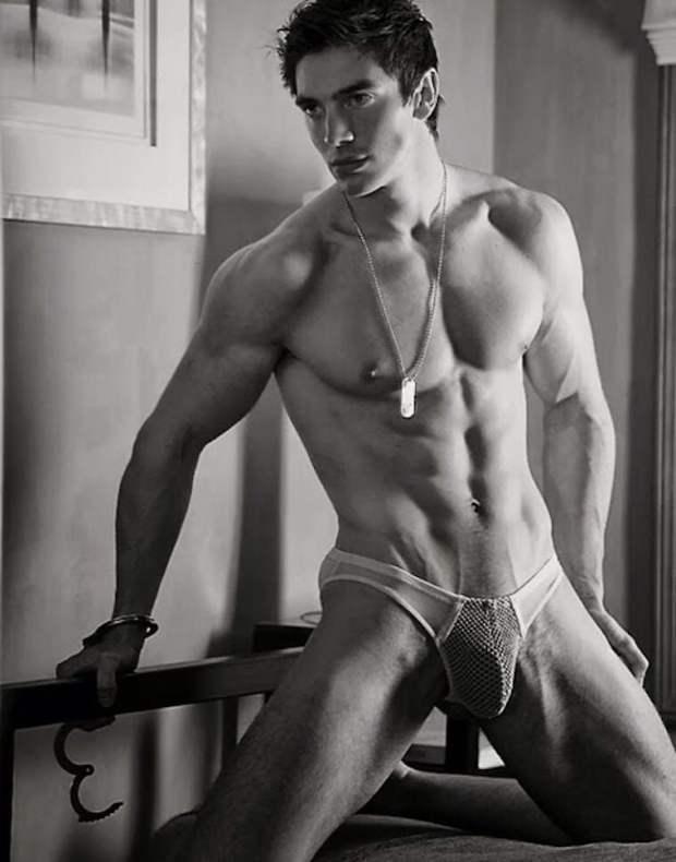 Steve Grand desnudo o vestido es un chico muy guapo