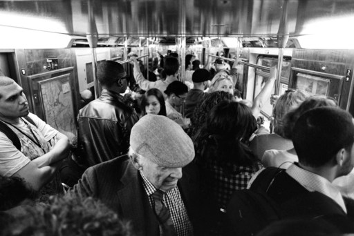 1train_crowded_zps46e36ca0