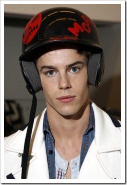 More_twinks_with_headphones-gayteenboys18 (6)