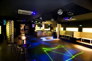 8-Tek-Yon-Best-Nightclubs-in-Istanbul-Top-10-Image-Source-clubseekr.com_
