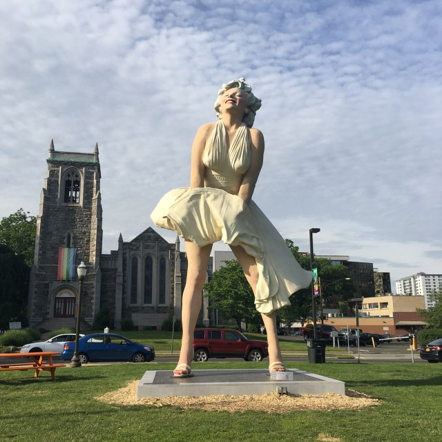 Front of the Marilyn Monroe statue