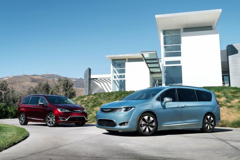 2017 Chrysler Pacifica & 2017 Chrysler Pacifica Hybrid