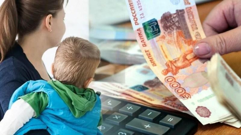 Родители 210 тысяч алтайских детей получат единовременную выплату к Новому году