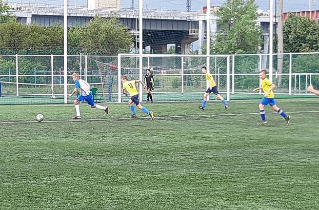 Балаковские футболисты проиграли команде из Энгельса и выиграли у Саратовцев