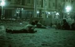 revolutia-1989-18-decembrie,-timisoara-ceausescu-decreteaza-stare-de-necesitate-un-grup-de-tineri-scandeaza-pe-treptele-catedralei.-vor-fi-ucisi-cu-rafale-de-gloante