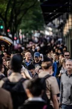 romanii-vor-avea-15-zile-libere-legale-in-2021.-surpriza:-opt-dintre-acestea-pica-in-week-end-uri