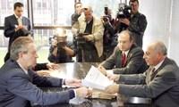 Luciano Ducci entrega documentos no MP