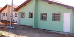 Prefeitura entrega 34 novas casas a famílias
