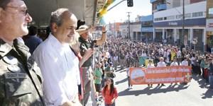 Desfile Cívico do Pinheirinho continua com seu exemplo de civismo