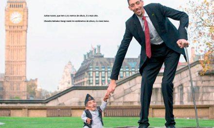 Homem mais alto e mais baixo do mundo se encontram em Londres