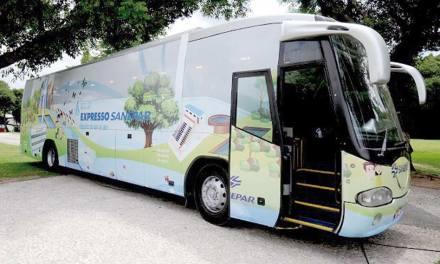 Ônibus de educação ambiental da Sanepar visita escolas de Curitiba e região