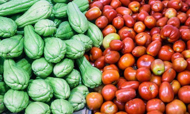 Sacolões da Família estão com promoção de R$ 1,99 para frutas e hortaliças