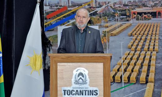 Durante a entrega dos novos ônibus, o governador Mauro Carlesse agradeceu pelaparceria dos parlamentares tocantinenses e dos servidores públicos estaduais