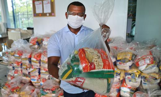 A igreja Assembleia de Deus Rosa de Saron de Gurupi também recebeu 200 cestas básicas para famílias que necessitam de alimentos