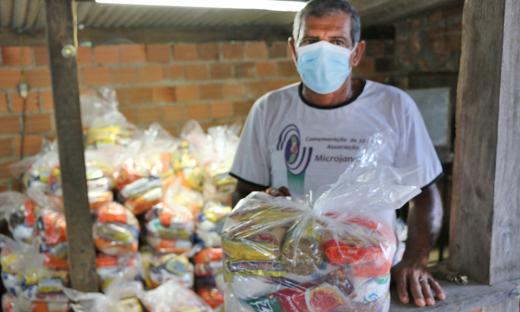 A associação Micro Jandira, na zona rural de Gurupi, recebeu 200 kits de alimentos para entregar nas mãos de produtores rurais afetados pela pandemia