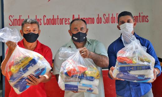 A classe dos taxistas também foi atendidapelo Governo do Tocantins com a entrega de cestas básicas