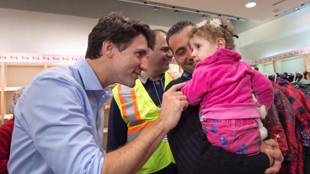 Premier Trudeau wita pierwszych uchodźców