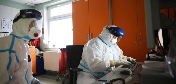 MZ: Najwyższy dobowy bilans zakażeń od początku pandemii