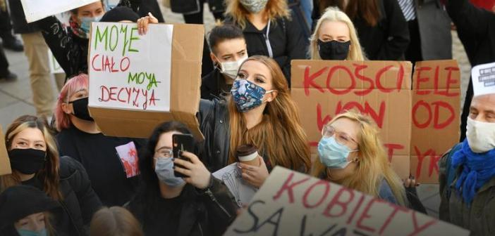 Protesty przeciw zakazowi aborcji. Kolejny dzień wielotysięcznych manifestacji.
