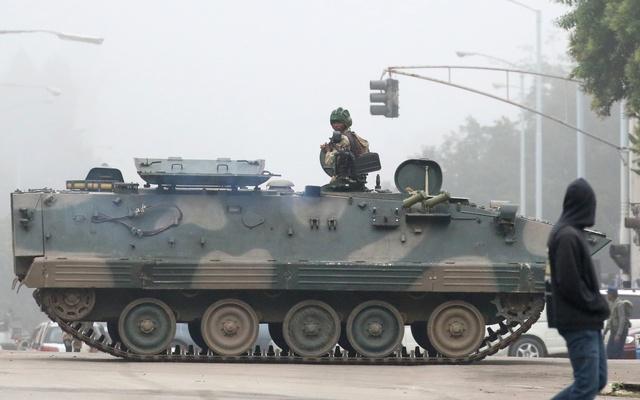 zimbabwe-tanks-in-harare-reuters