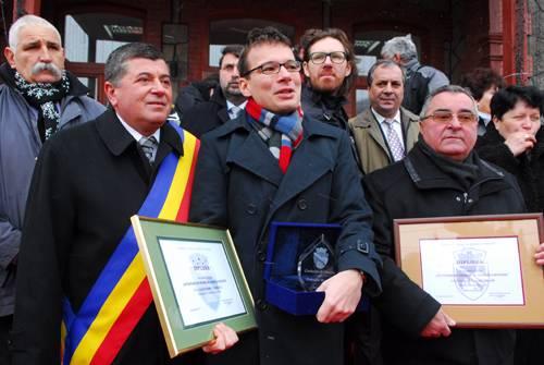 Nadia Comăneci şi Alexandru Tomescu au fost făcuţi cetăţeni de onoare ai Buşteniului