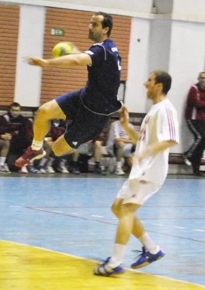Gabriel Ghizdăvescu şi coechipierii lui vor să bifeze primul succes de acasă din campionat